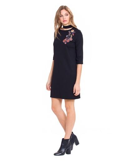 LC WAIKIKI Choker Yaka Çiçek Nakışlı Elbise